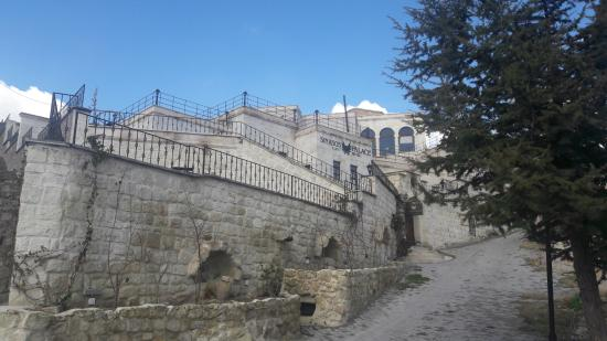 Sinasos Palace Cave Hotel: Dışarıdan görünüm