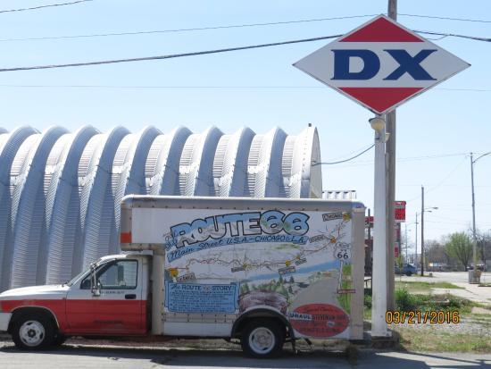 Afton, OK: DX Service Station