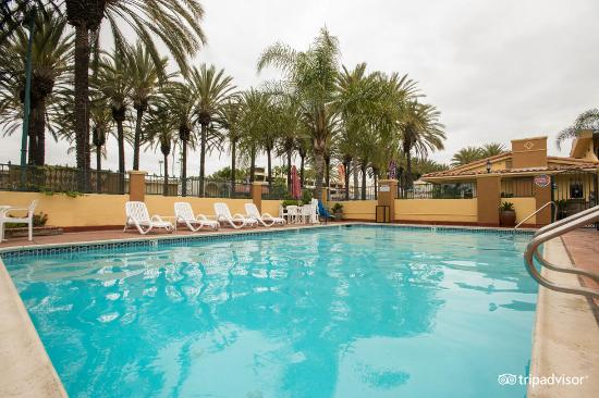 Anaheim Islander Inn and Suites: property