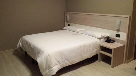Best Quality Hotel La Darsena: il letto di un'altra camera... più spaziosa