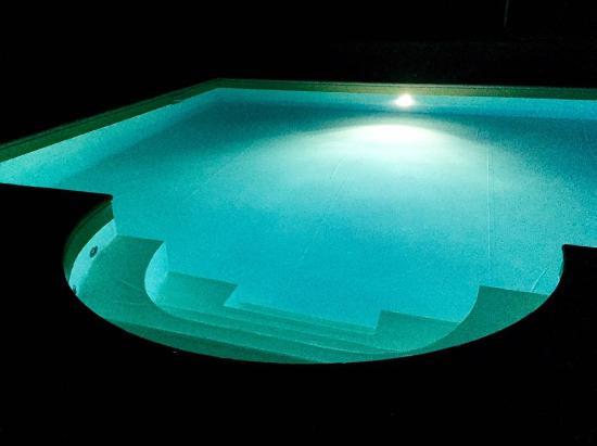 Rosora, Italia: La piscina
