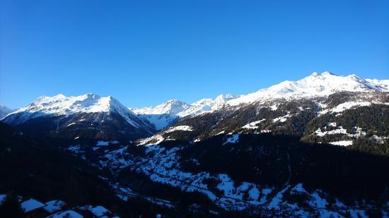 Saint-Luc, Suiza: Vue du balcon au petit matin