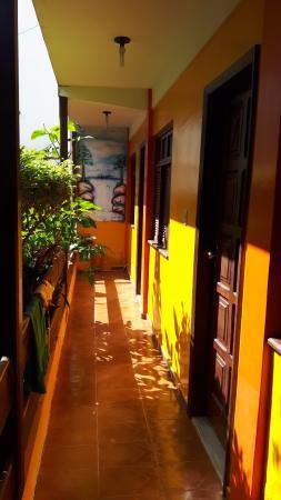 Pousada Bionica: Corredor de acesso ao quartos d térreo.