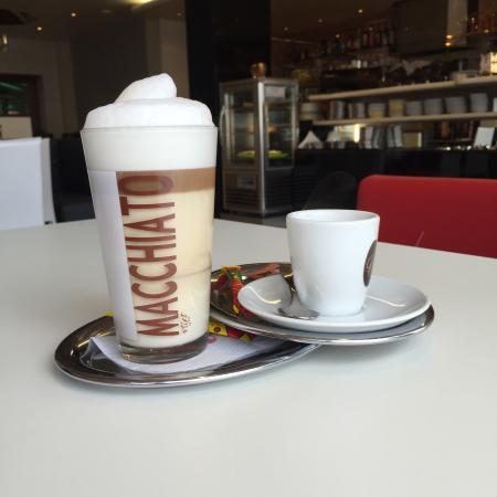Heusenstamm, Duitsland: Eiscafe Cortina