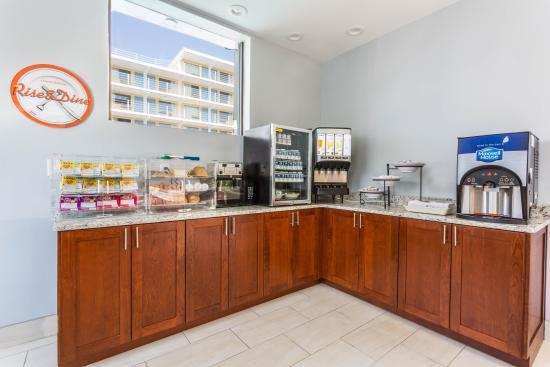 Howard Johnson Virginia Beach At The Beach: Continental Breakfast