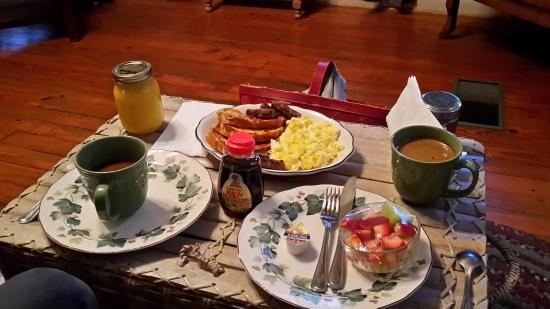 Cajun Country Cottages Bed and Breakfast: Breakfast