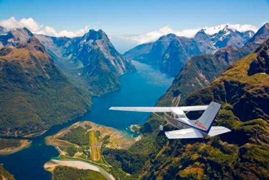 Wanaka Flightseeing: Approach to Milford