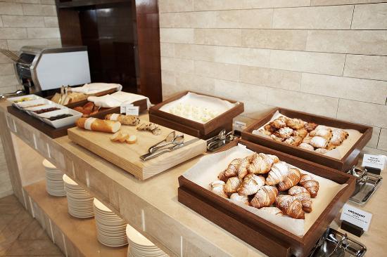 breakfast buffet picture of crown park hotel seoul seoul rh tripadvisor com