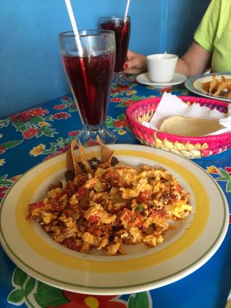 El Limoncito Breakfast: photo1.jpg