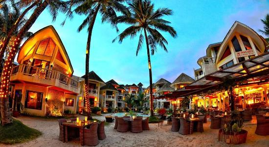 Al Fresco Bar and Restaurant: Relax under the palm trees