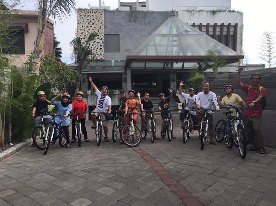 Tampak Depan The Evitel Resort Ubud Saya Dan Team Bersiap