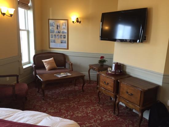 Del Norte, CO: Sitting area in room