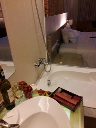 Vietsovpetro Hotel : Та самая ванная)