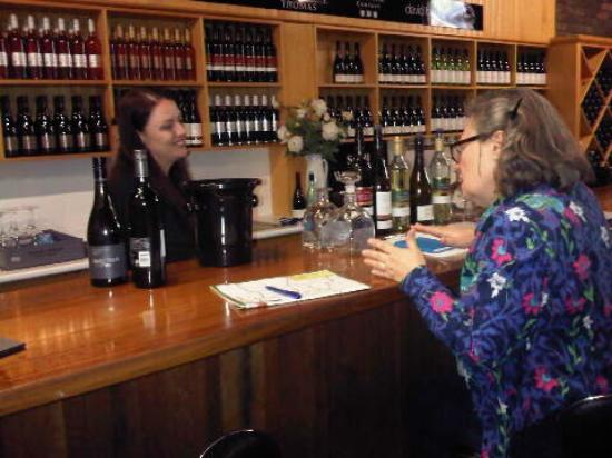 Small Winemakers Centre: Wide variety of wines from several local vineyards, Mary gave expert commentary.
