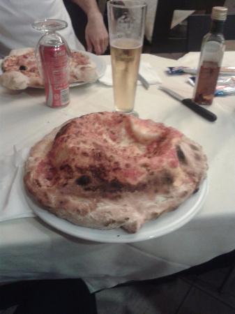 1058 Pizzeria and Grill: Soufflé, condimenti a piacere!