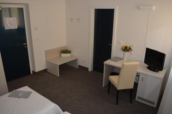 Hotel Accademia : camera doppia rinnovata 2016