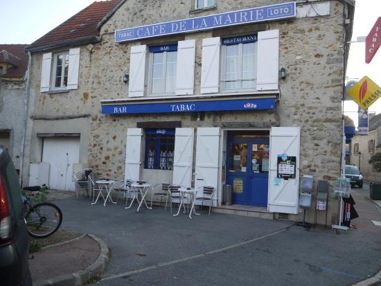 Les-Loges-en-Josas, France: brasserie Café de la Mairie