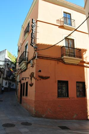 Hotel Don Carlos Caceres: Street view.