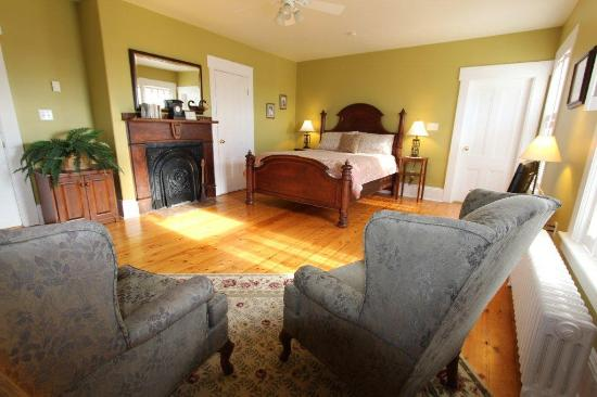 Louisbourg Heritage House Bed Breakfast Nova Scotia Canada B Reviews Photos Comparison Tripadvisor
