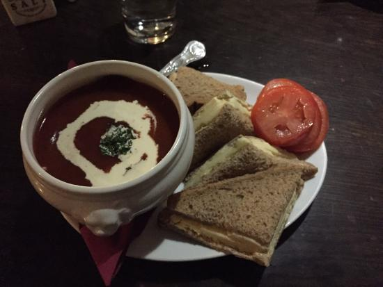 Merrymouth Inn: Homemade tomato basil soup and cheese sandwich...YUMMM