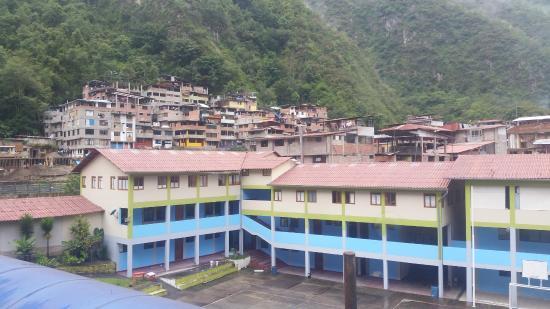 Inka Town Hotel: Utsikt över lugn skolgård