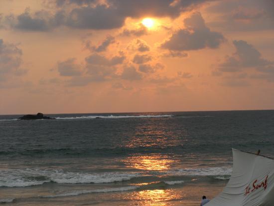 Bentota, Sri Lanka: Величие заката на пляже Бентоты