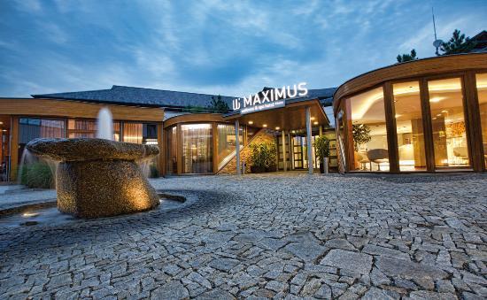 Hotel Maximus Resort square