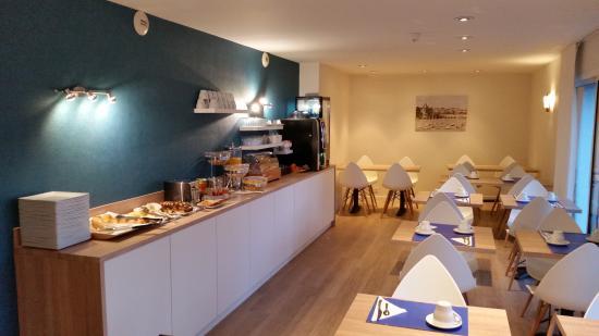 Brit Hotel Les Alizes : Salle de petit dejeuner