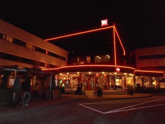 https://media-cdn.tripadvisor.com/media/photo-s/0a/ac/4c/ae/mooi-avond-verlichting.jpg
