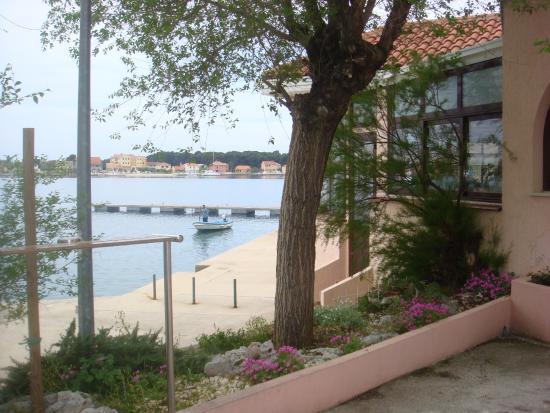 Zlatna Ribica: Entrada do restaurante.