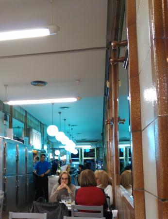 Cerveceria el merengue: Los clientes gente de Alicante, el público de siempre.