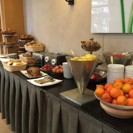 Warwick Reine Astrid - Lyon: A breakfast buffet to die for