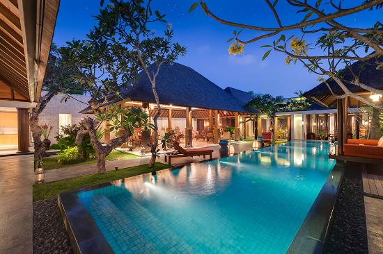 Villa Des Indes II : Pool and Living Area at Night View