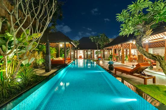 Villa Des Indes II : Swimming Pool At Night