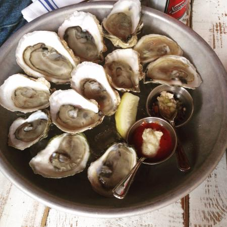 Oyster Club: Best Oysters in town!
