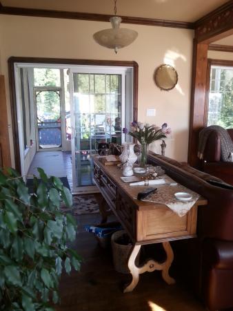 Domaine de la Baie, gîte B&B : accès terrasse arrière, spa et sauna