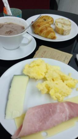 Emeraude Hotel Plaza Etoile: Bom café da manhã.