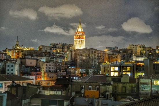 Karakoy Rooms: Galata tower view from rooftop