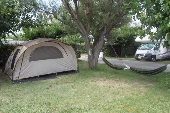 emplacement camping picture of camping city arles tripadvisor. Black Bedroom Furniture Sets. Home Design Ideas