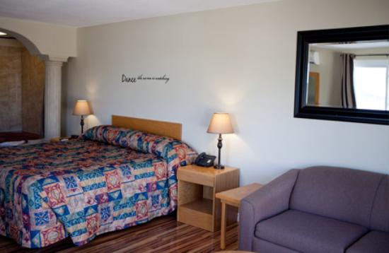 Aunt Mabel's Country Kitchen & Motel : Newly Renovated Rooms - with mini frig - air conditioned