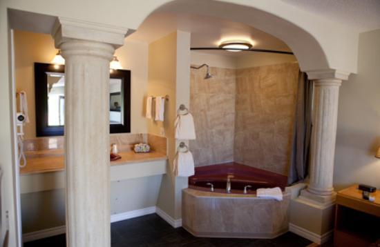 honeymoon suite bath picture of aunt mabel s country kitchen rh tripadvisor ca