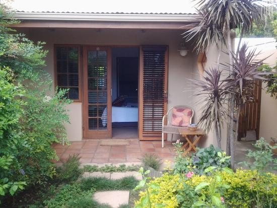 Guesthouse LaRachelle: View of our room from courtyard