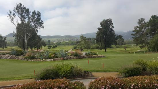 Santee, Kalifornia: Golf course view from outdoor dining area.
