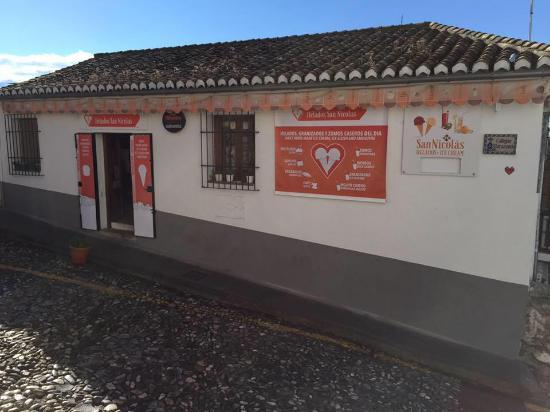 Helados San Nicolas: main facade