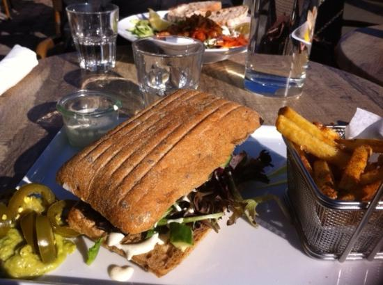 Delicious salmon sandwich with French fries - Billede af Café Valentin, Rungsted - TripAdvisor