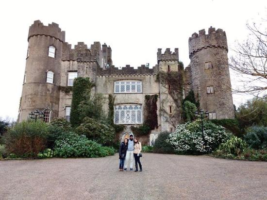 how to get to malahide castle from dublin