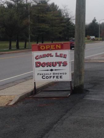 Carol Lee Donuts: outside by the road