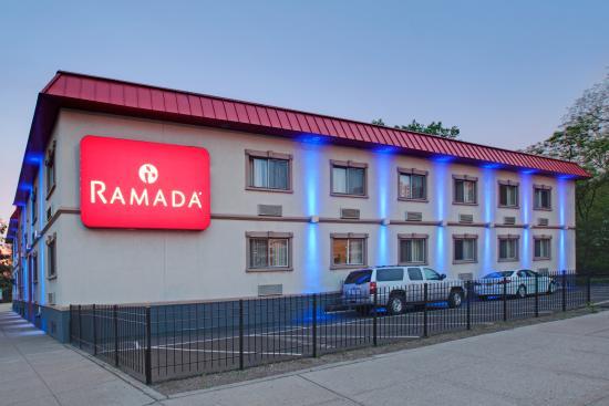 Ramada Bronx: Hotel Exterior