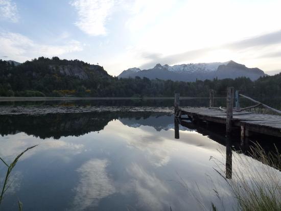 Hostel Refugio Cordillera: Lago a 10 minutos caminando del hostel.
