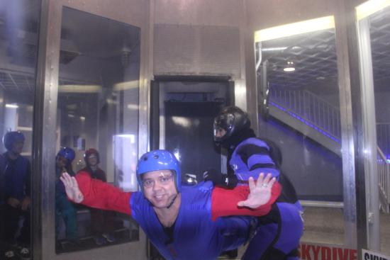 Perris, Kalifornien: Myself in the indoor skydiving tube